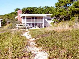 Ocean Breeze Cottage at Surf Side 200 steps from the ocean beach