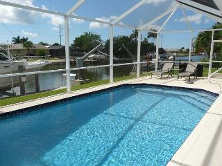 Waterfront home w/ heated pool & dock with access to the Gulf of Mexico, Marco Island