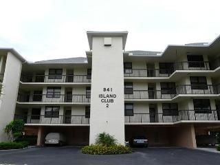 South end condo with heated pool, hot tub and short walk to South Beach, Marco Island