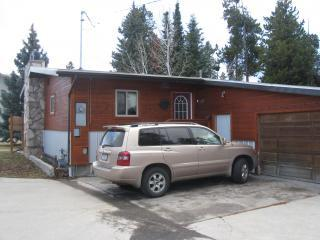off street parking area with small storage garage