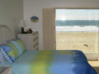 Ocean Front Condo on the sand Mission Beach, San Diego