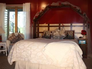 LAKE SIDE BED N BREAKFAST WITH XC SKI TRAILS, Squaw Lake