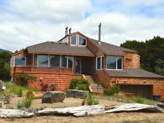 BEACH HOUSE~Incredible Ocean View Property with Hot Tub  and Game room, Manzanita