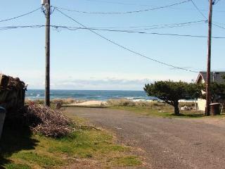 SAND & SURF ~Quaint beach house just steps to the beach!!