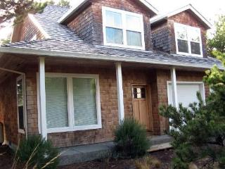 SOLITUDE HOUSE~MCA#521~Love to golf? This house is perfectly located for you., Manzanita