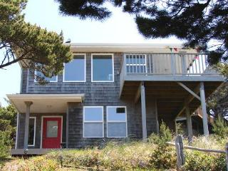 TRANQUIL TREASURE ~Enjoy Mountain and Ocean Views from this delightful home., Manzanita