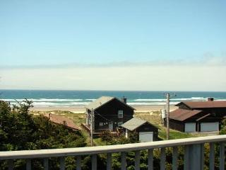 TRANQUIL TREASURE ~MCA#644~Enjoy Mountain and Ocean Views from this home., Manzanita