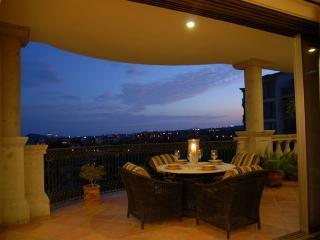 Casa Ensueno - 3BD/3.5BA Ocean View Condo, Sleeps 6, Pool & Golf