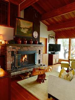 Oct-April Wood burning fireplace for romantic ambiance