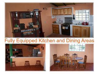Casa Karina's kitchen and dining area