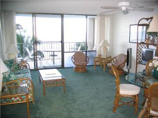409 living room 1.JPG