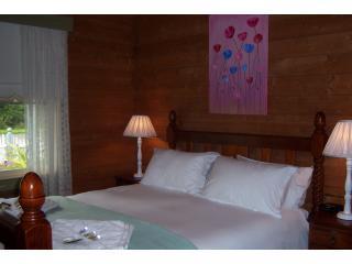 Bedroom 2, Warm, cosy, comfortable queen bed, garden views.