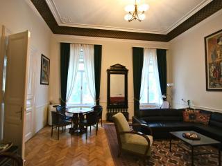 Apt. Max - Mitteleuropean Luxury, CRUISE SPECIALS, Budapest