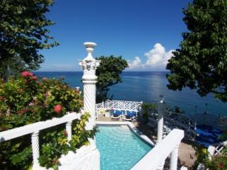 OCHO RIOS 4 BEDROOMS  TWIN CASTLES ,WATERFRONT, CHEF, SWIMMING, SNORKELING-POOL,