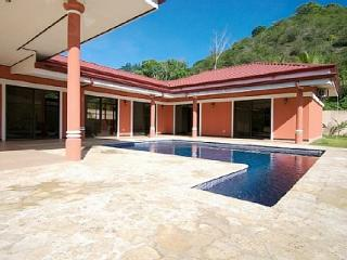 Villa outside Jaco in tranquil setting, private pool, garden, rainforest view