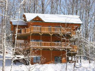 Fantastic Views of the Mountains from this Luxury 4 Bedroom Cabin, Gatlinburg