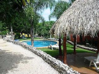 Comfortable condo- cable tv, a/c, internet, shared pool, near town and beach