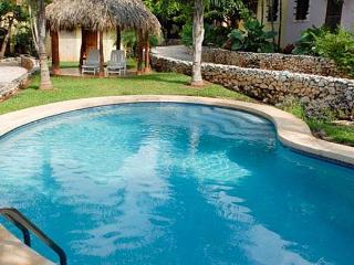 Great condo- comfortably furnished, near town and beach, pool, a/c, internet