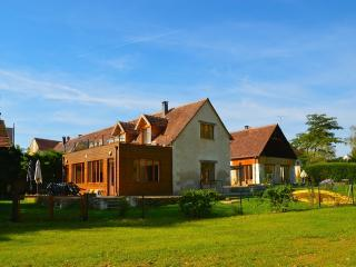 Pamoja Liptrap, beautiful renovated farm by a lake for 16 pers, Chemille-sur-Indrois