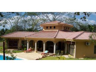 Casa Pacifica - Luxury Beach House with a Pool, Playa Samara