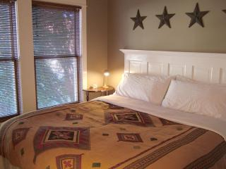 Doublejack bedroom with King bed and view of the mountains