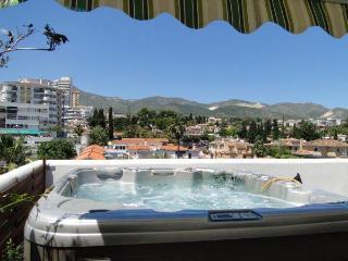 Isla. Penthouse, jacuzzi,wifi,BBQ, big terrace., Benalmadena
