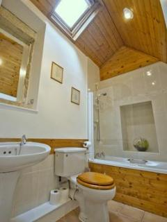 Feature bathroom, Cherry Tree Cottage