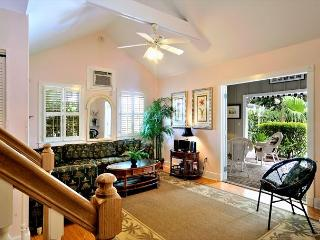 Key West Hideaway - Sleeps Up To 10 - Private Patio - Half Block To Duval!