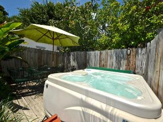 'LEEWARD ISLE' - Private Hot Tub - Private Parking - 1/2 Block To Duval St., Key West