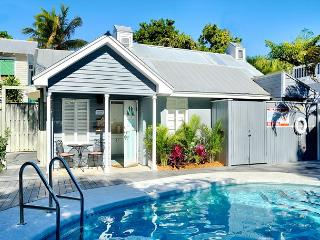 Romantic Retreat - Private Hot Tub - Very Secluded - Half Block To Duval St., Key West