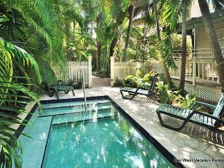 PALM ISLE - Secluded Condo With Private Hot Tub & Shared Pool in 'Old Town'., Key West