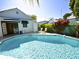 TROPICAL RETREAT- Upscale Home w/ Private Pool & BBQ Grill 1/2 Block To Duval, Key West