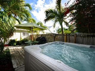 WINDWARD ISLE - Half Block To Duval St.- Private Hot Tub - Private Parking, Cayo Hueso (Key West)