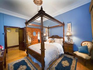 Bluebell - four-poster queen bedroom