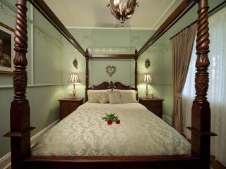 Four-poster Queen Bedroom 2