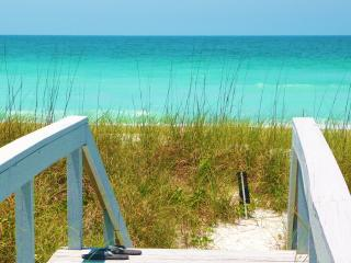 April Cancellation Deal. Gulf Beachfront. 2 Pools Spa  8 HarTru Tennis Cts Gym, Longboat Key