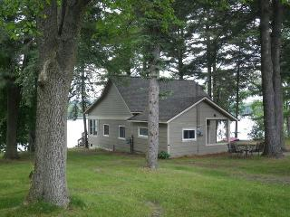 Classic Up-North Cottage on Intermediate Lake, Central Lake