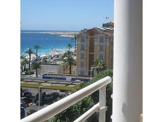 Top floor 2 bedroom apartment  100 M from  beach., Nice