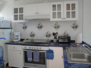 Complete kitchen, all appliances, large and small