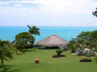 Coquina: Ideal Getaway with a Perfect Beach, Treasure Beach