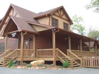 AWESOME LONG RANGE MTN VIEW, HOT TUB, WOOD BURNING FIREPLACE, POOL TABLE