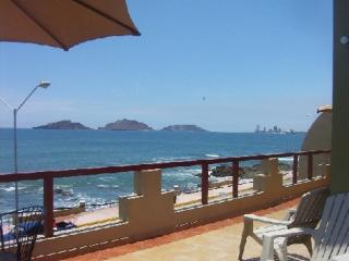 Oceanfront pvt. home, POOL, 8 bdrms, 3 huge patios, Mazatlan
