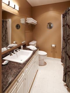3 piece Bathroom with Tub/Shower