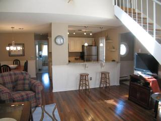 Ocean Edge Townhouse with King Bed, A/C & Pool (fees apply) - HO0299, Brewster