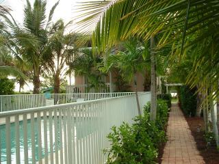 #1-C *Beach**Pool*Dock*Fishing*Free Wi-Fi*Lemon Bay*Fully Furnished*