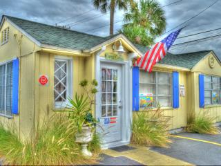 Corner Cottage, 120 steps to the beach, Historic Beach House, sleeps  5, Pets ok
