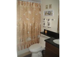 Tweede slaapkamers-badkamer met Jacuzzi badkuip