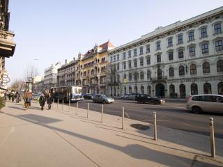 Budapesting's Astoria Grandious Apartment 4Be/3Ba
