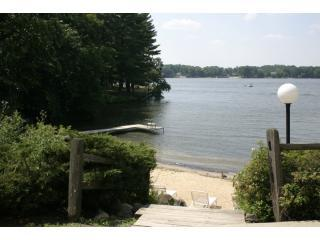 Quiet Condo on Lake Delton in Exciting Wis Dells, Wisconsin Dells