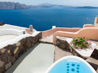 GREEK PARADISE, outdoor Hot Tub, Caldera panorama!